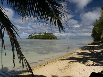 People Relaxing on Muri Lagoon Beach, Rarotonga Island-Tino Soriano-Photographic Print