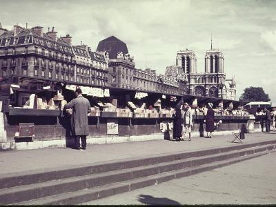 People Shopping at Book and Print Stalls Along the Seine River-William Vandivert-Photographic Print
