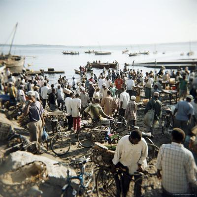 People Waiting on Beach for Dhows to Land Fish, Stone Town, Zanzibar, Tanzania, East Africa, Africa-Lee Frost-Photographic Print