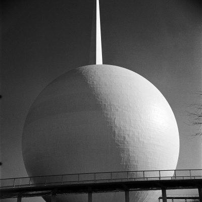 https://imgc.artprintimages.com/img/print/perisphere-and-trylon-icons-of-the-1939-new-york-world-s-fair_u-l-p3m25e0.jpg?artPerspective=n