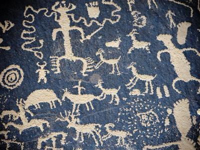 https://imgc.artprintimages.com/img/print/peroglyphs-in-indian-creek-utah_u-l-q10t2di0.jpg?p=0