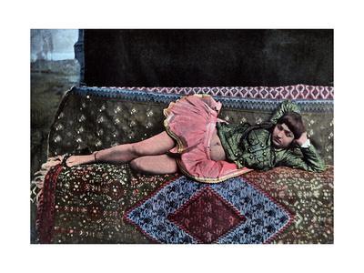 https://imgc.artprintimages.com/img/print/persian-woman-in-a-harem-c1890_u-l-ptukek0.jpg?p=0