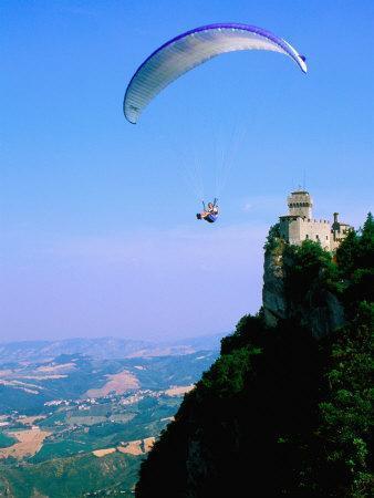 https://imgc.artprintimages.com/img/print/person-hang-gliding-over-castle-with-countryside-beyond-san-marino-san-marino_u-l-p202zh0.jpg?p=0