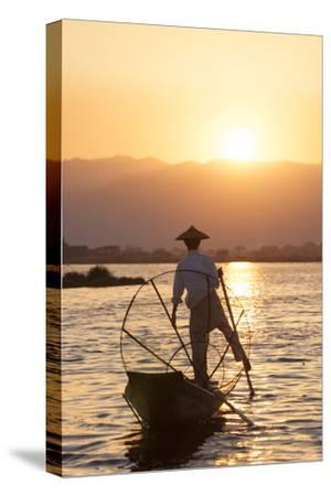Intha Fisherman, Shan State, Inle Lake, Myanmar (Burma)