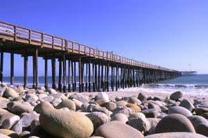 Ventura Pier, Ventura County, California, USA by Peter Bennett