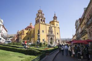 Basilica Colegiata de Nuestra Senora de Guanajuato, Guanajuato, UNESCO World Heritage Site, Mexico, by Peter Groenendijk