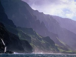 Ma Pali Coast, Kauai, Hawaii by Peter Hendrie