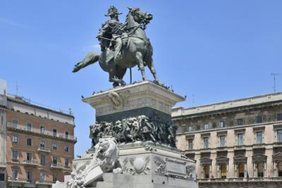 Equestrian Statue of Victor Emmanuel Ii, Piazza Del Duomo, Milan, Lombardy, Italy, Europe