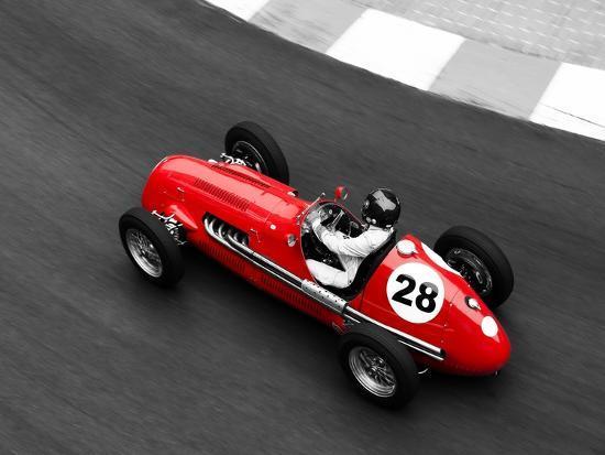 peter-seyfferth-historical-race-car-at-grand-prix-de-monaco