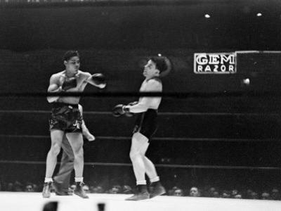Joe Louis, Negro Boxer Fighting Perry