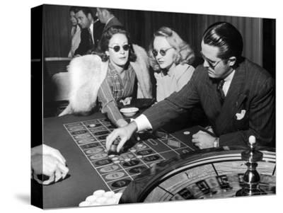 Playing the Roulette Wheel in a Las Vegas Club