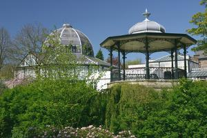 Bandstand, Buxton, Derbyshire by Peter Thompson