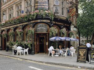 Bloomsbury Pub, London, United Kingdom by Peter Thompson