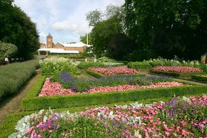 Dutch Garden, Holland Park, London by Peter Thompson