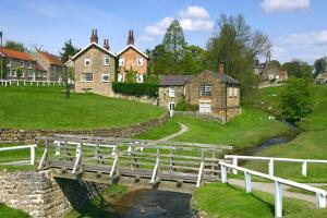Hutton-Le-Hole, North Yorkshire by Peter Thompson