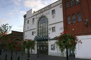 Lyceum Theatre, Crewe, Cheshire, 2005 by Peter Thompson