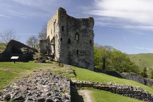 Peveril Castle, Castleton, Derbyshire by Peter Thompson