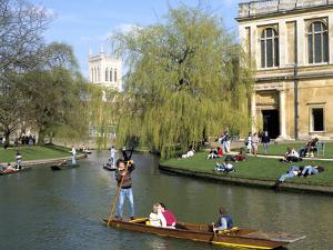 Punting, Cambridge, Cambridgeshire by Peter Thompson