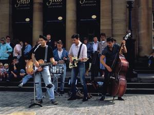 Rock Group outside the National Gallery of Scotland, Edinburgh Festival, Edinburgh, Scotland by Peter Thompson