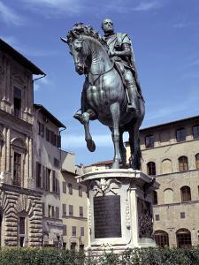 Statue of Cosimo De Medici, Piazza Della Signoria, Florence, Italy by Peter Thompson