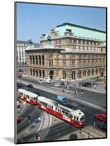 The Opera House, Vienna, Austria by Peter Thompson