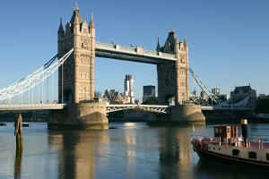 Tower Bridge, London by Peter Thompson