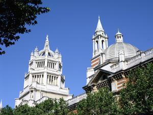 Victoria and Albert Museum, South Kensington, London by Peter Thompson
