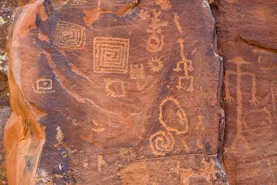 Petroglyphs, V Bar V Heritage Site, Arizona, USA-Jamie & Judy Wild-Photographic Print