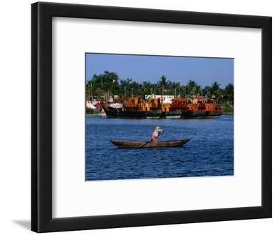 Row Boat Crossing Danang Harbour, Da Nang, Vietnam
