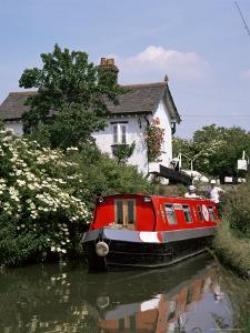 Narrow Boat and Lock, Aylesbury Arm of the Grand Union Canal, Buckinghamshire, England by Philip Craven