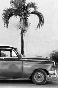 Cuba Fuerte Collection B&W - American Classic Car IV by Philippe Hugonnard