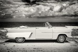 Cuba Fuerte Collection B&W - American Classic Car on the Beach II by Philippe Hugonnard