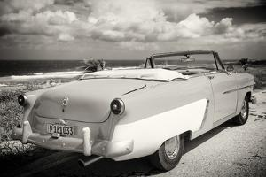 Cuba Fuerte Collection B&W - American Classic Car on the Beach III by Philippe Hugonnard