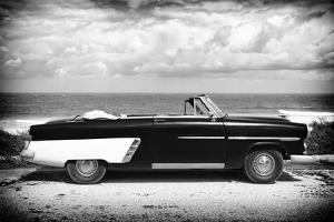 Cuba Fuerte Collection B&W - American Classic Car on the Beach by Philippe Hugonnard