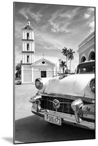 Cuba Fuerte Collection B&W - Classic Car in Santa Clara II by Philippe Hugonnard