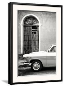 Cuba Fuerte Collection B&W - Old Classic Car in Santa Clara III by Philippe Hugonnard