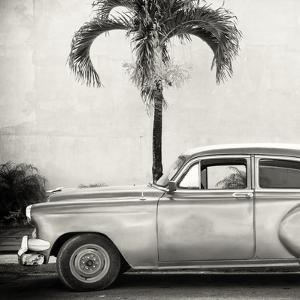 Cuba Fuerte Collection SQ BW - Beautiful Retro Car by Philippe Hugonnard