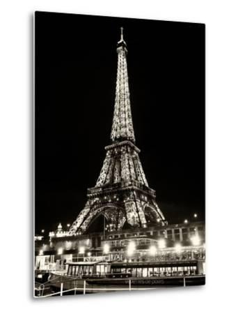 Eiffel Tower - Bateau mouche vedette de Paris - France