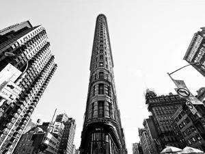 Flatiron Building, 5th Ave, Manhattan, New York, United States, Black and White Photography by Philippe Hugonnard