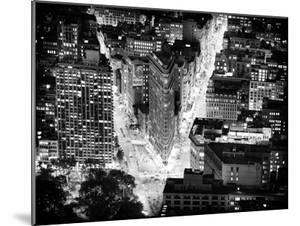 Lifestyle Instant, Flatiron Building by Nigth, Black and White Photography, Manhattan, NYC, US by Philippe Hugonnard