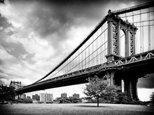 Manhattan Bridge of Brooklyn Park, Black and White Photography, Manhattan, New York, United States by Philippe Hugonnard