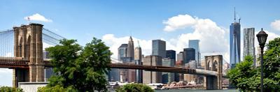 Panoramic Skyline of Manhattan, Brooklyn Bridge and One World Trade Center, New York City, US by Philippe Hugonnard