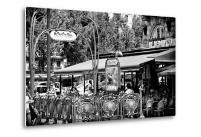 Paris Focus - Metropolitain Saint Michel