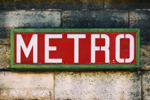 Paris Focus - Paris Metro by Philippe Hugonnard