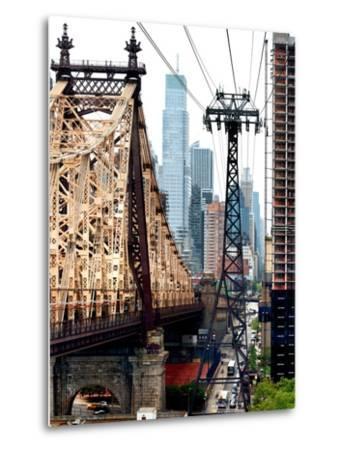 Roosevelt Island Tram and Ed Koch Queensboro Bridge (Queensbridge) Views, Manhattan, New York, US