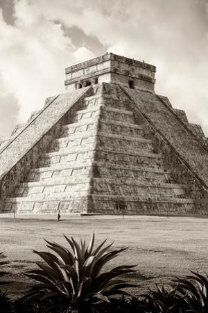 ¡Viva Mexico! B&W Collection - El Castillo Pyramid IV - Chichen Itza by Philippe Hugonnard