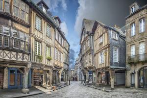 DINAN , place des Merciers. by Philippe Manguin