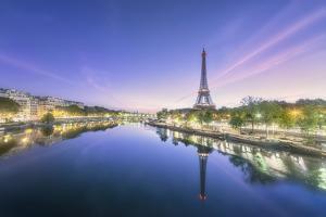 Paris sunrise on the Seine by Philippe Manguin