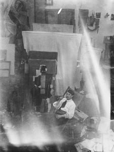Picasso dans l'atelier du 5 bis rue Schoelcher à Paris