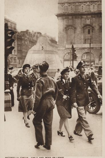 Piccadilly Circus, Girls and Boys on Leave--Photographic Print